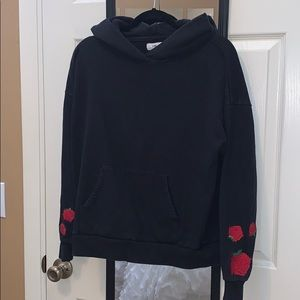 Rose sleeve sweat shirt